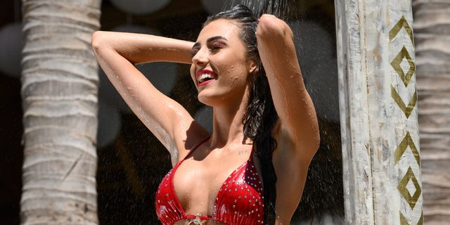 Chloe Veitch khoe ảnh Bikini khoe 3 vòng đẫy đà đến nghẹt thở